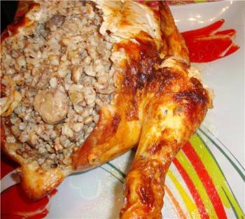 Фаршированная гречкой курица