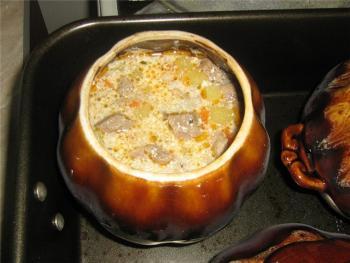 Курица в горшочке с картошкой