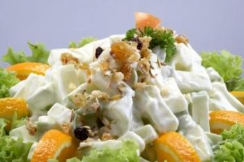 Салат с ананасом и сыром