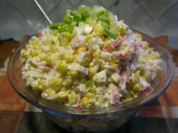 Салат с крабовыми палочками с рисом