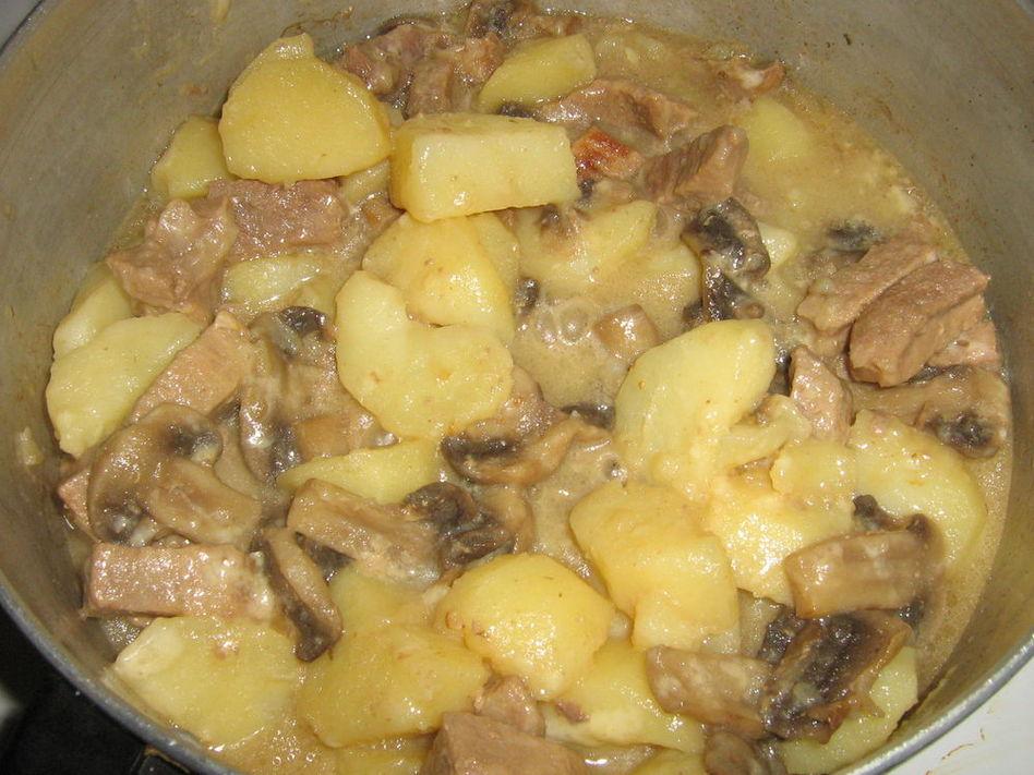 тушеная картошка с курицей в духовке рецепт с фото