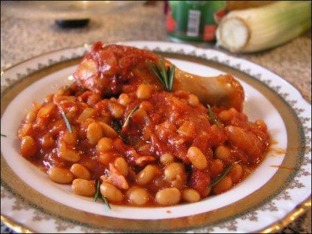 Фасоль в соусе томатном