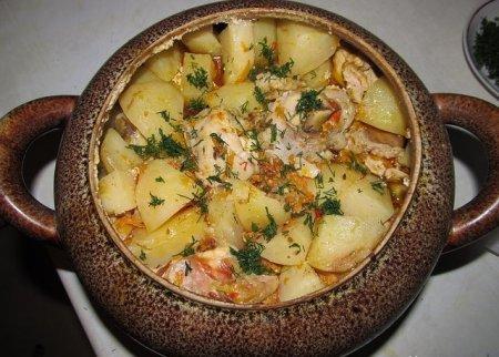 Мясо с картошкой в горшочке