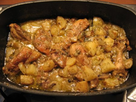 Тушёная  курица с картошкой