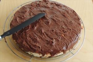 Сникерс торт