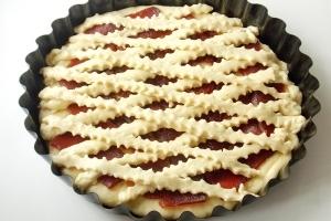 Пирог с вареньем песочный