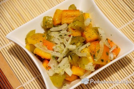 Салат с перцем и соленым огурцом