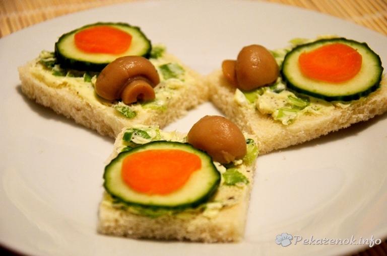 Бутерброды с маринованными шампиньонами