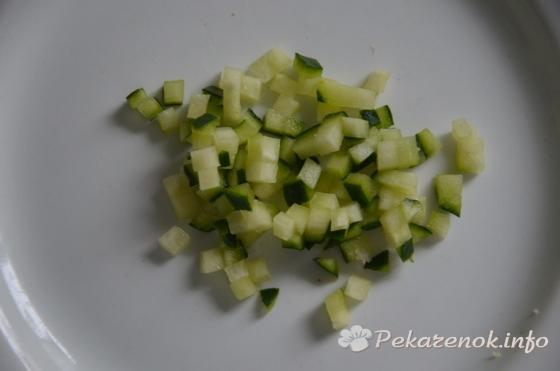 Салат на гренке