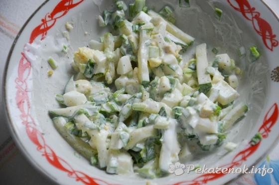 Весенний салат из свежих овощей с яйцом