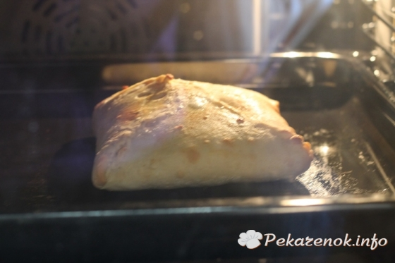 Лепешка с мясом в духовке