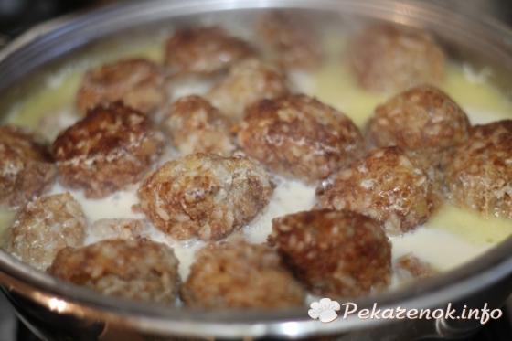 Мясные шарики в молочном соусе