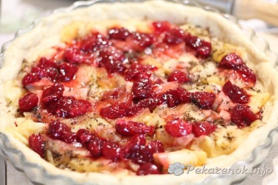 Пирог с яблоками и вишней