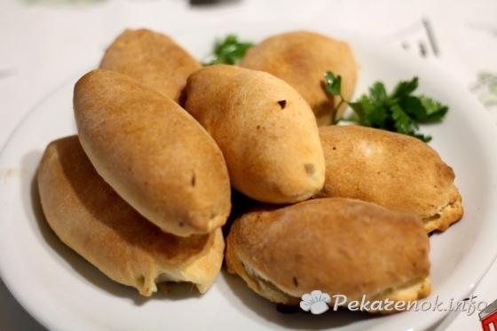 Вкусные пирожки с начинкой из мяса и лука