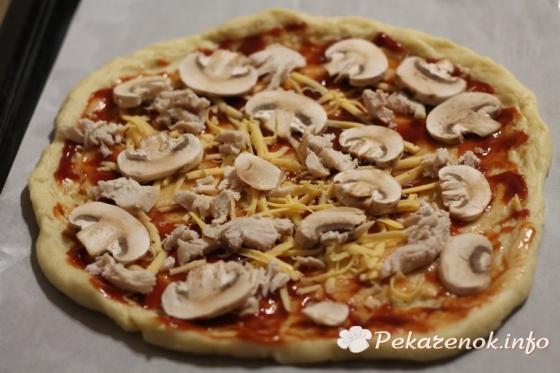 Острая пицца с охотничьими колбасками
