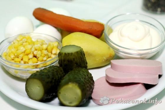 Оливье с кукурузой и колбасой