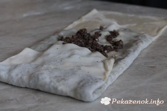 Слоеные пирожки с ливером